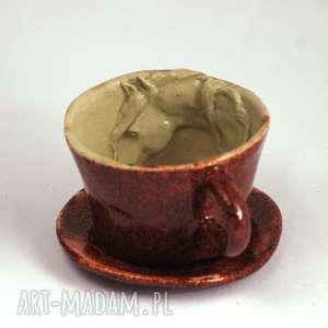Prezent Ceramiczna filiżanka kubek z koniem - Czerwień granatu, zkoniem,