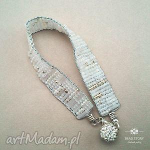 Perłowo biała bransoletka tkana na krośnie, krosno, koraliki, szkło, metal