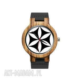 zegarki drewniany zegarek na czarnym pasku z grafiką rozeta góralska
