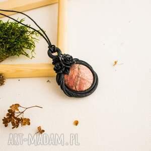 Prezent Wisior z jaspisem w objęciach natury, róże, natura, glamour, wisior, jaspis
