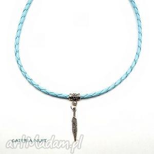 błękitne piórko - naszyjnik, rzemień, pleciony, pióro, piórko, metal, lekkie