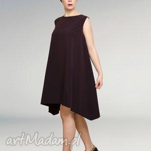 sukienka ze streczu z dłuższymi bokami, bordowa, boki, minimalizm, klasyczna, prosta