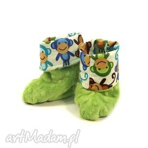ręczne wykonanie buciki niemowlęce