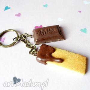 Breloczek z czekoladą i ciastkiem, fimo, czekolada, ciastko