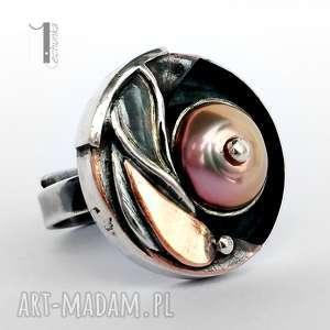 Prezent Sunflower - srebrny pierścionek z perłą i miedzią, srebro, metaloplastyka