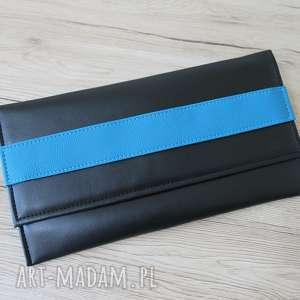 Prezent Kopertówka - czarna i pasek niebieski, elegancka, nowoczesna, wizytowa