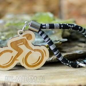 brelok do kluczy boho rowerzysta z drewna klon masayal, kluczy