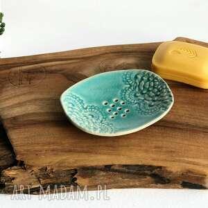 mydelniczka ceramiczna z koronką, ceramika, mydelniczka, mydło, hand