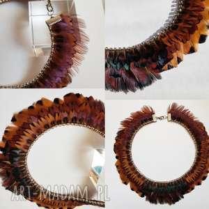 naszyjnik kółka z naturalnych piór cyrkoniami, pióra, cyrkonie, sesja, boho