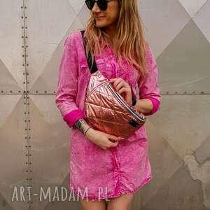 pikowana nerka różowa lakierowana xxl, nerka, saszetka, pikowana, pojemna