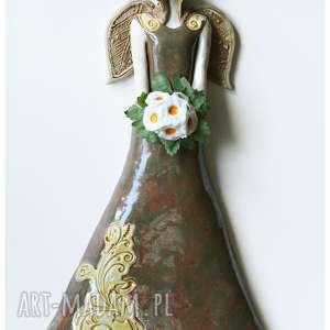 Anioł wiszący z bukiecikiem, ceramika, anioł, bukiet