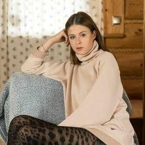 ręcznie zrobione swetry golf swetrowy kolor nude