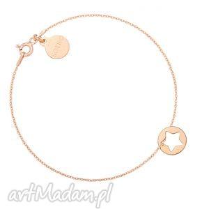 bransoletka z różowego złota z gwiazdką w kółeczku