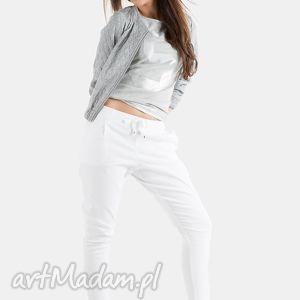 białe spodnie, białe, gumka