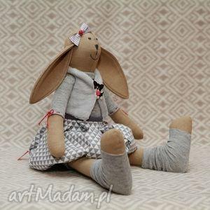 Żona marynarza wielbicielka piesków - piesek, maskotka, roczek, królik, szary