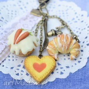 z marchewkową babeczką, babeczka, modelina, fimo, ciastko, rogalik, słodycze