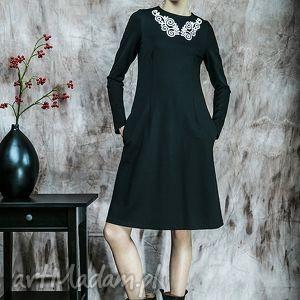 sukienka z koronkową aplikacją, sukienka, koronka, zima