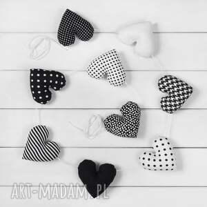pomysł na upominek SERCOWA POZIOMA GIRLANDA, 9 serc czarno-białych, girlanda, serce