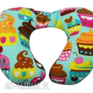 dla dziecka poduszka podróżna, wzór muffiny, poduszka, rogal, muffiny