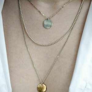 potrójny naszyjnik ze srebrnych łańcuszków z zawieszkami, łańcuszki, surowy