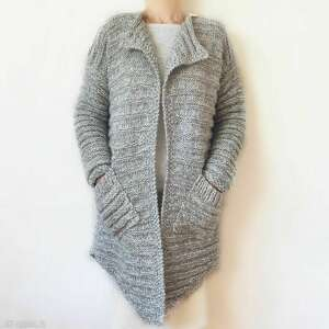 asymetryczny, elegancki sweter robiony na drutach /11/