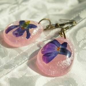 aksinicoffeepainting prostota fiołków - kolczyki z kwiatu i - różowe krople