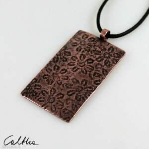 handmade wisiorki kwiatuszki - miedziany wisior 210529 -02