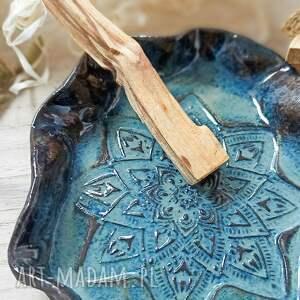 ceramika płaski talerzyk na palo santo lub biżuterię, zestaw santo, wystrój