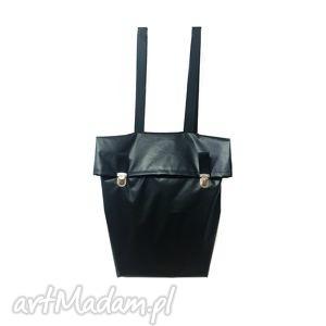 nieprzemakalny miejski plecak z klapką czarny, nieprzemakalny, minimalistyczny