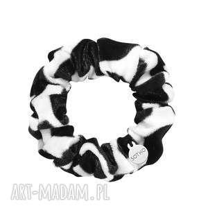 czarno-biała aksamitna gumka do włosów sotho, na rękę