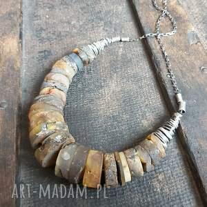 naszyjnik ze srebra i surowego bursztynu, metaloplastyka srebro, bursztyn