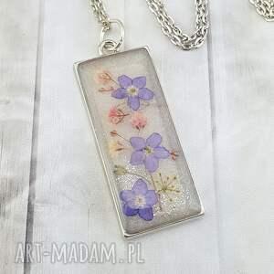 ręcznie zrobione wisiorki 1192/mela - wisiorek z żywicy kwiatami
