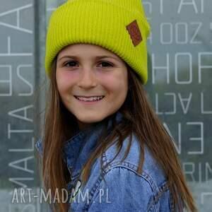 limonkowa seledynowa czapka dla dziecka logo ekoskórka, kids beanie, czapka