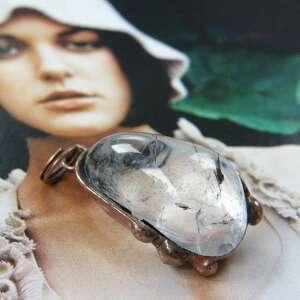 wisiorki wisiorek z kryształem górskim, kryształ, kamieniem