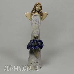 Anioł z koszem kwiatów, anioł, ceramika, artystyczna, kwiaty