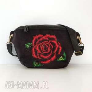 nerka xxl czarna z różą, nerka, róża, kwiat, saszetka, torebka, skóra