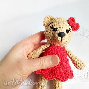 ręcznie wykonane maskotki beżowa misia w czerwonej sukience - 15 cm