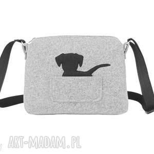 mała filcowa torebka z pieskiem w kieszeni, mała, torebka, listonoskza, filc, pies