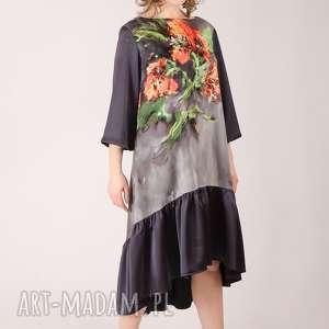 kwiatowa sukienka z marszczoną falbaną , kwiatowy, wzór, falbanka, satyna, delikatny