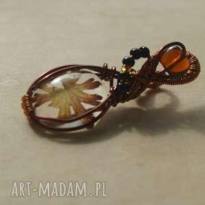 aksinicoffeepainting blady chwaścik - zawieszka z miedzi i - prawdziwy liść