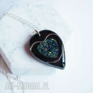 srebrny nazyjnik z żywicą i sercem, srebro, naszyjnik, żywica, serce