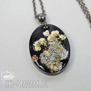 ręcznie zrobione wisiorki 0230/~mela wisiorek z żywicy will black kwiaty