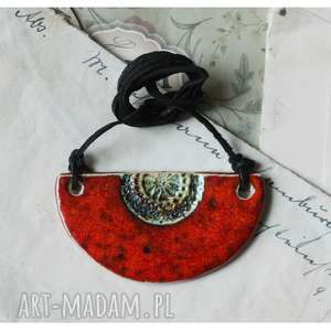 Wisior czerwony półksiężyc, ceramika,