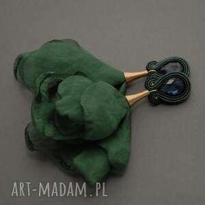 kolczyki sutasz z kwiatkiem, sznurek, ciemnozielone, eleganckie, szmaragdowe