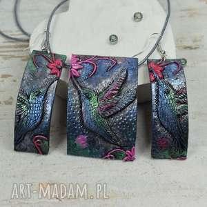 komplet biżuterii koliber - długie kolczyki i zawieszka, kolorowa biżuteria