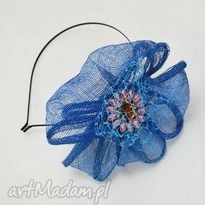 niebieski kwiat, sinamay, niebieski, pod choinkę prezenty