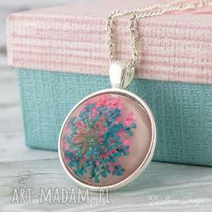 medalion z prawdziwym kwiatem - medalion, wisiorek, prawdziwy-kwiat, naturalny