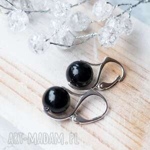 prezenty świąteczne srebrne kolczyki z onyksem - klasyka i elegancja