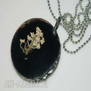 czarny szklany witraż, wisior, wisior-miedziany, unikalna-biżuteria, szklany-wisior