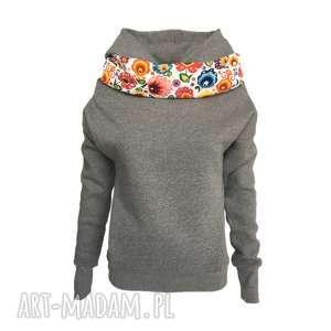 ręczne wykonanie bluzy folkowa bluza z kominem i kapturem